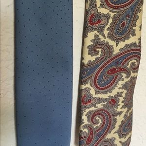 Lot of 2 Oscar de la Renta Ties 1 Paisley 1 Blue.